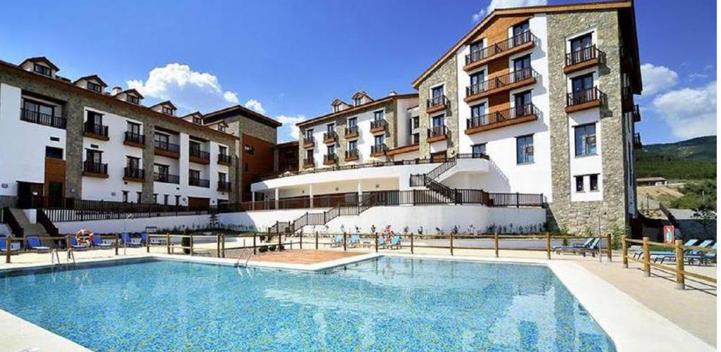 hotel con piscina y spa en el pirineo aragones