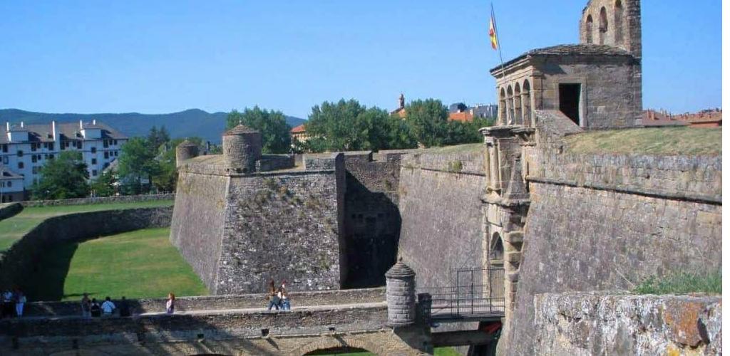 """Alójate en Jaca y disfruta de """"la capital del Pirineo Aragonés"""""""